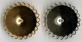 13BR/1 35mm rd. Lace-edge BROOCH