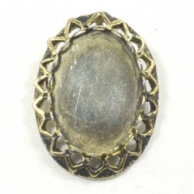 FREE55 25 x 18 Lace-edge Brooch Pendant